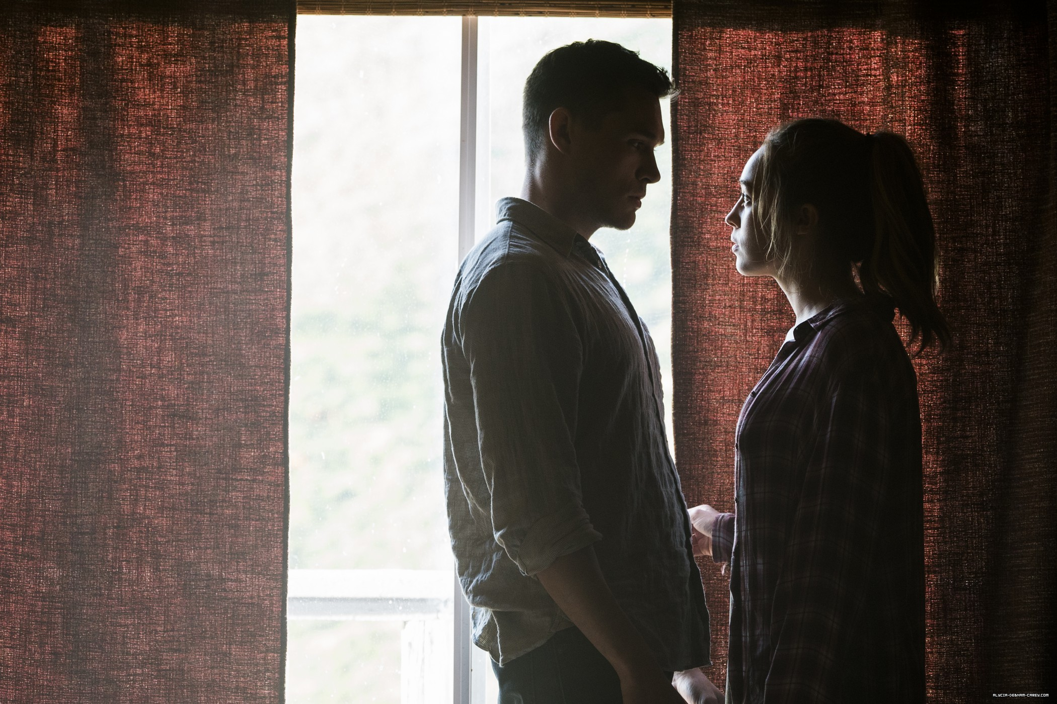 Press: 'Fear The Walking Dead' Star Alycia Debnam-Carey Says Alicia Doesn't Need Another Love Interest